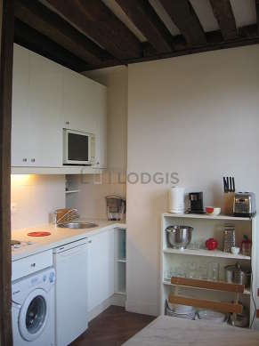 Kitchen where you can have dinner for 4 person(s) equipped with hob, refrigerator, freezer, crockery