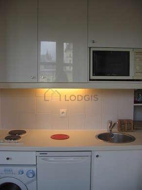 Cusine lumineuse avec fenêtres double vitrage