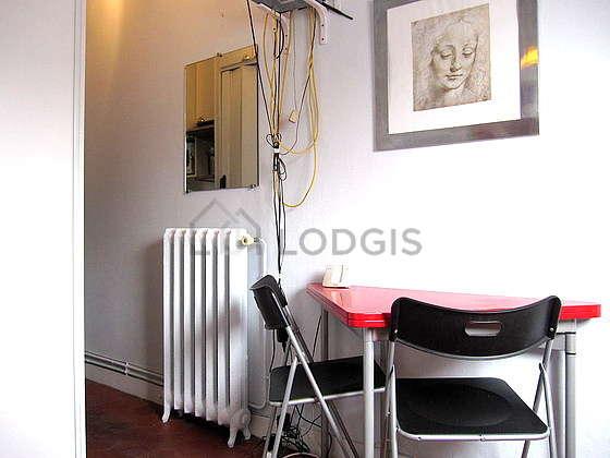 Séjour calme équipé de 1 canapé(s) lit(s) de 140cm, téléviseur, chaine hifi, ventilateur