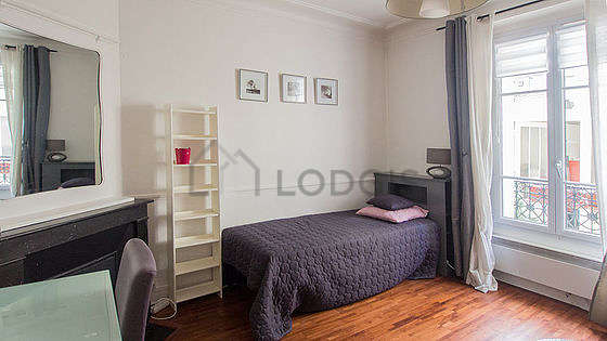 Very quiet living room furnished with 1 pullout bed(s) of 90cm, 1 bed(s) of 90cm, tv, hi-fi stereo
