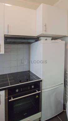 Cuisine équipée de lave linge, réfrigerateur, hotte, vaisselle