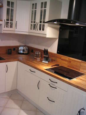Kitchen where you can have dinner for 2 person(s) equipped with washing machine, dryer, refrigerator, cookware