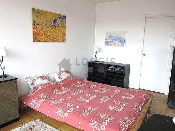 Chambre de 15m² avec du parquet au sol