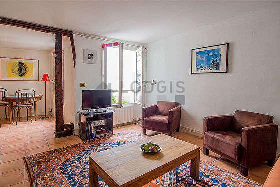 Séjour très calme équipé de 1 canapé(s) lit(s) de 140cm, téléviseur, chaine hifi, 2 fauteuil(s)
