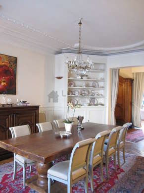 Dining room with wooden floor for 10 person(s)
