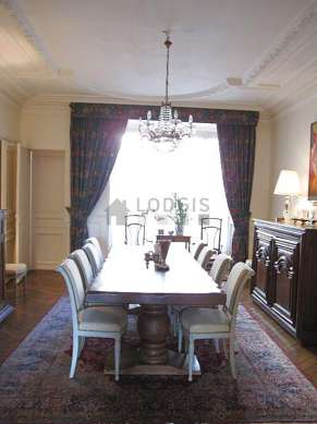Dining room of 26m² equipped with dining table, bookcase
