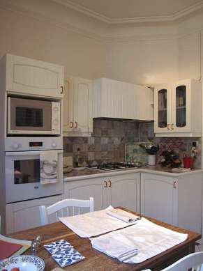 Beautiful kitchen of 13m² with tile floor