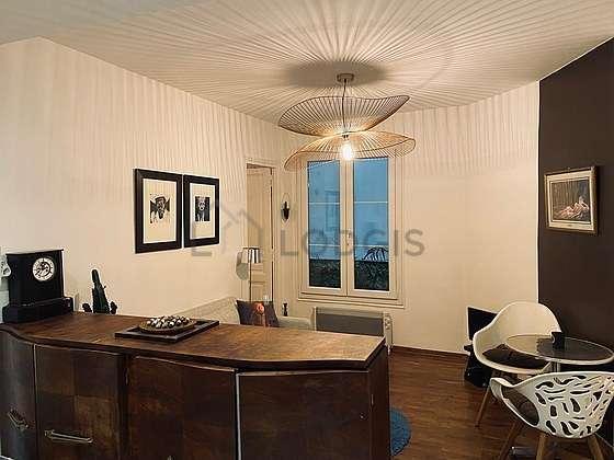 Séjour très calme équipé de 1 canapé(s) lit(s) de 140cm, téléviseur, chaine hifi, 2 chaise(s)