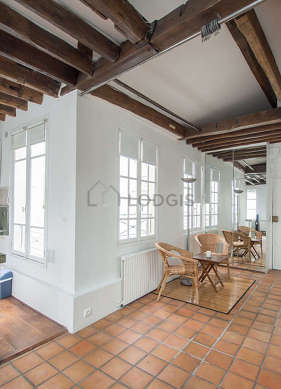 Very beautiful entrance with tile floor and equipped with 2 chair(s)