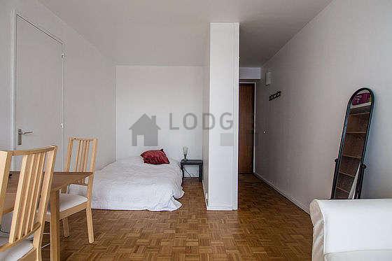 Séjour calme et lumineux d'un appartement à Paris