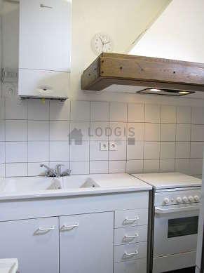 Cuisine de 5m² avec du carrelage au sol