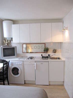 Kitchen of 2m² with linoleum floor