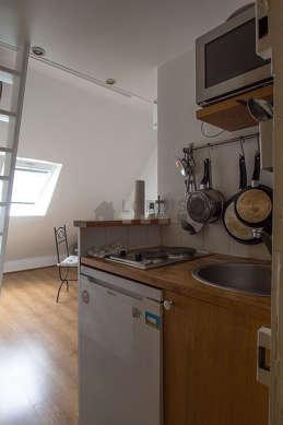 Belle cuisine de 1m² avec du parquet au sol