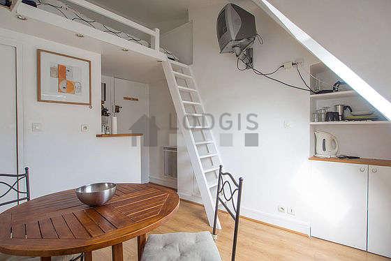 Séjour très calme équipé de 1 lit(s) mezzanine de 140cm, téléviseur, lecteur de dvd, 1 fauteuil(s)