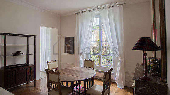 Great dining room with a carpeting floor for 4 person(s)