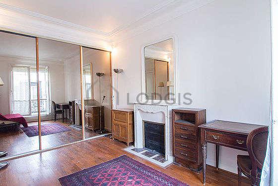 Chambre calme pour 3 personnes équipée de 1 lit(s) d'appoint de 90cm, 1 canapé(s) lit(s) de 140cm
