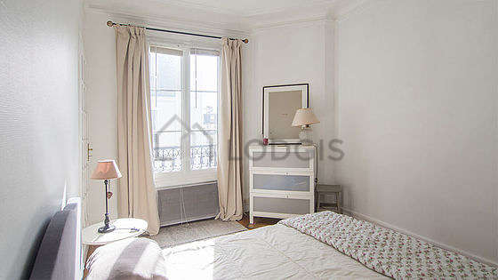 Very bright bedroom equipped with desk, closet, storage space, 1 chair(s)