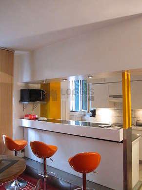 Magnifique cuisine de 8m²ouverte sur le séjour avec du marbre au sol