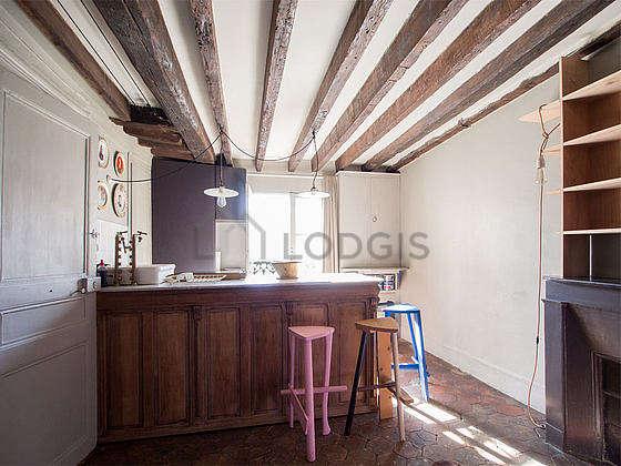 Kitchen of 2m² with floor tiles floor
