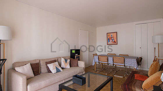 Quiet living room furnished with 1 futon(s) of 120cm, 1 sofabed(s) of 120cm, tv, dvd player