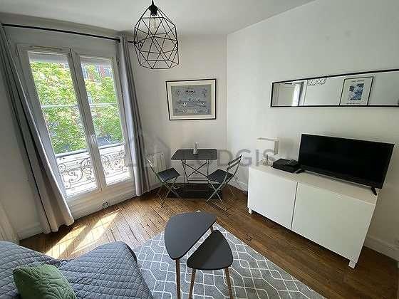 Séjour calme équipé de 1 canapé(s) lit(s) de 140cm, télé, 2 chaise(s)