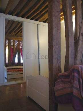 Alcôve calme équipée de 1 lit(s) gigogne de 90cm, penderie, etagère