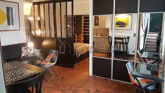 Séjour très calme équipé de 1 lit(s) de 140cm, téléviseur, chaine hifi, 2 fauteuil(s)