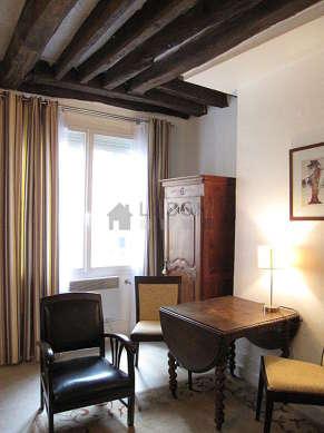 Séjour très calme équipé de 1 canapé(s) lit(s) de 140cm, chaine hifi, 1 fauteuil(s), 4 chaise(s)