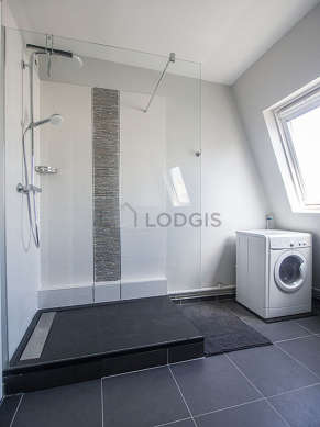 Very bright bathroom with windows and with tile floor