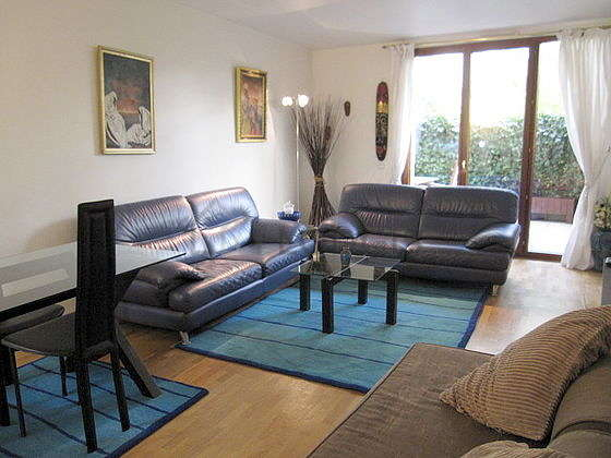 Very quiet living room furnished with 1 sofabed(s) of 140cm, home cinema, tv, dvd player