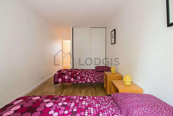 Chambre très calme pour 3 personnes équipée de 3 lit(s) de 90cm