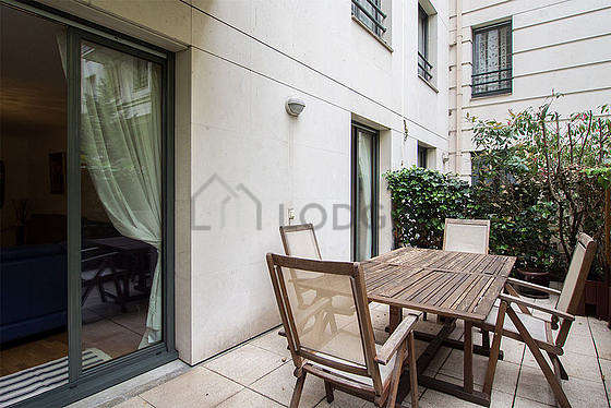 Terrasse équipée de table à manger, 6 chaise(s)