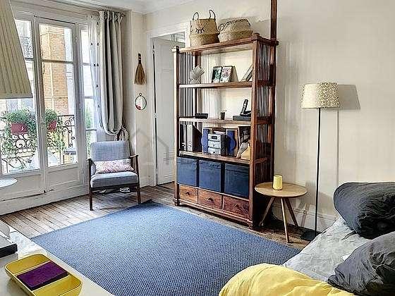 Séjour calme équipé de 1 canapé(s) lit(s) de 140cm, téléviseur, chaine hifi, 1 chaise(s)
