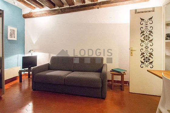 Séjour équipé de 1 canapé(s) lit(s) de 140cm, téléviseur, chaine hifi, armoire