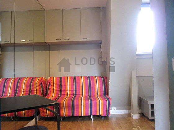 Séjour très calme équipé de 1 canapé(s) lit(s) de 130cm, téléviseur, ventilateur, 2 chaise(s)