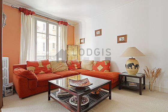 Quiet living room furnished with tv, hi-fi stereo, 6 chair(s)