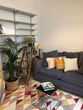 Séjour calme équipé de 1 canapé(s) lit(s) de 120cm, télé, armoire