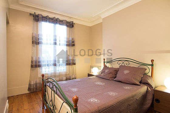 Chambre de 12m² avec du parquet au sol