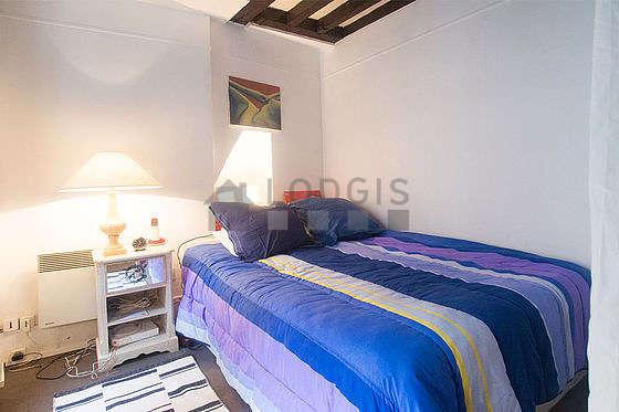 Chambre de 13m² avec la moquette au sol