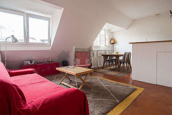 Séjour calme équipé de 1 canapé(s) lit(s) de 140cm, chaine hifi, 1 fauteuil(s), 4 chaise(s)