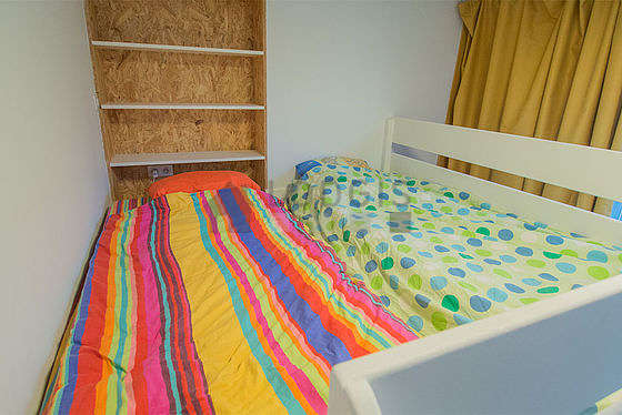 Very quiet bedroom for 3 persons equipped with 1 bed(s) of 90cm, 2 mattress of 90cm