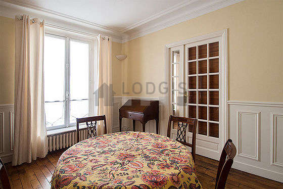 Dining room of 12m² equipped with dining table, sideboard