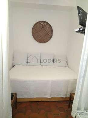Séjour très calme équipé de téléviseur, 1 fauteuil(s), 4 chaise(s)