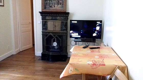 Very quiet living room furnished with tv, hi-fi stereo, 2 chair(s)