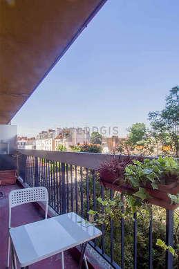 Terrasse avec du béton au sol