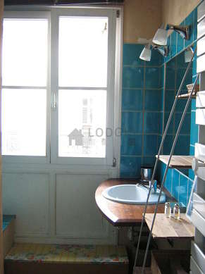 Bathroom with windows and with wooden floor