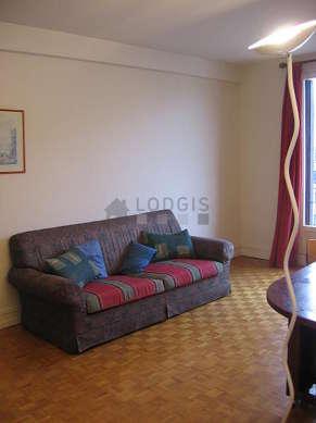 Séjour très calme équipé de 1 canapé(s) lit(s) de 140cm, téléviseur, 2 chaise(s)