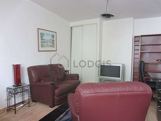 Very quiet living room furnished with tv, dvd player, 2 armchair(s)