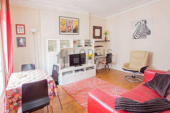 Séjour très calme équipé de téléviseur, lecteur de dvd, 1 fauteuil(s), 5 chaise(s)