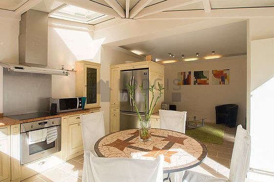 Magnifique cuisine de 16m² avec du carrelage au sol